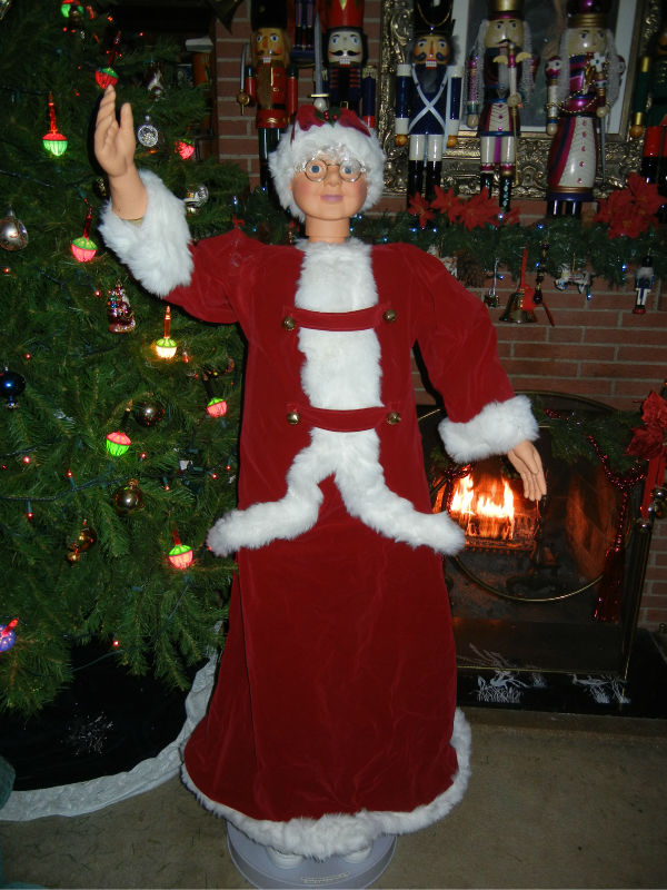 Animated life size foot mrs santa claus in red velvet