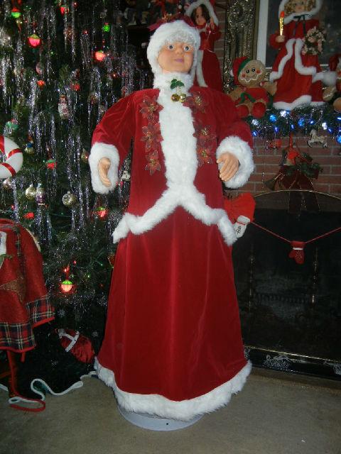 Animated life size foot singing dancing mrs santa