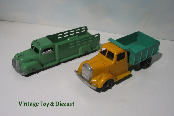 ~ Tootsietoy 1947 International K-5 Stake Truck