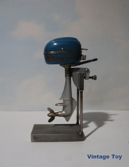 Vintage Famus Toy Battery Op Famous Outboard Boat Motor W