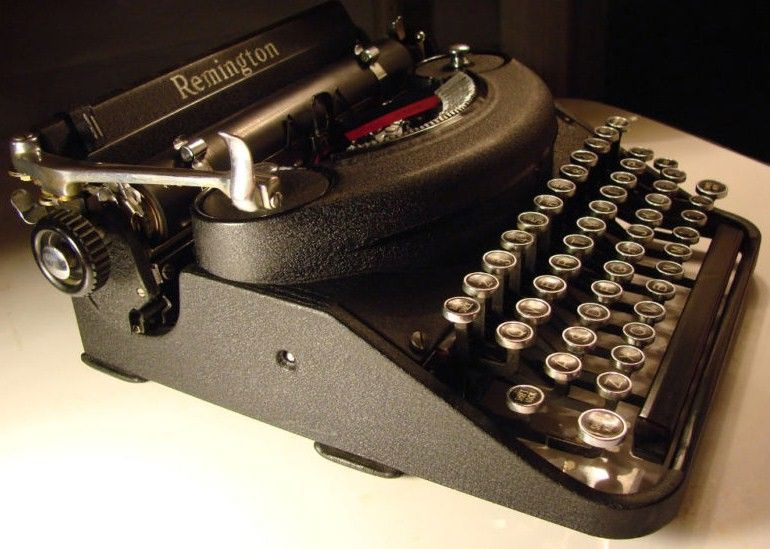 1939 Remington Noiseless DeLuxe Typewriter