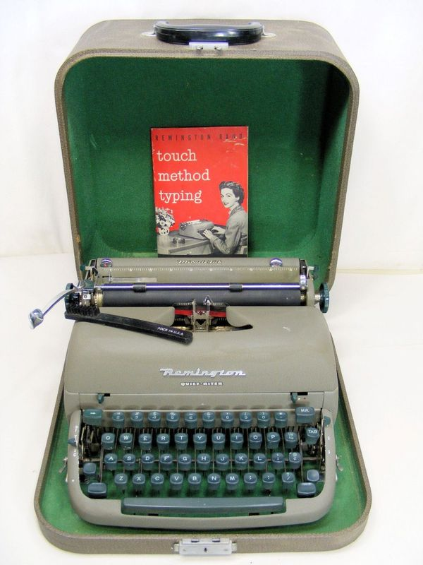 1950's Remington Quiet-Riter Portable Manual Typewriter w/Case