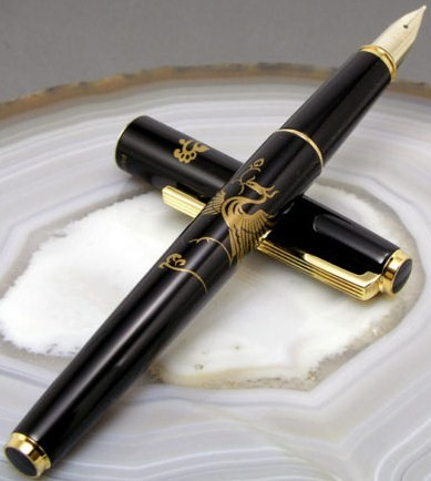 2012 Pilot Namiki Phoenix 14K Gold Makie Fine Nib Fountain Pen