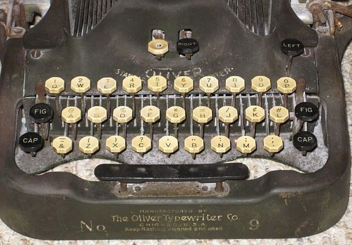 Oliver Typewriter No 9 Close Up Keypad