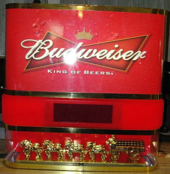 Budweiser King of Beers Clydesdales Horses Beer Wagon Clock