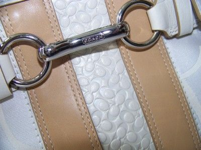 Coach 13337 Optic Signature Stripe Carrywall Close up