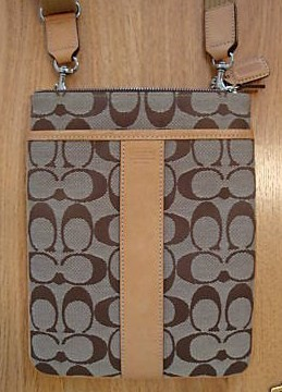 Coach Signature Khaki Zip Swing Pak Front