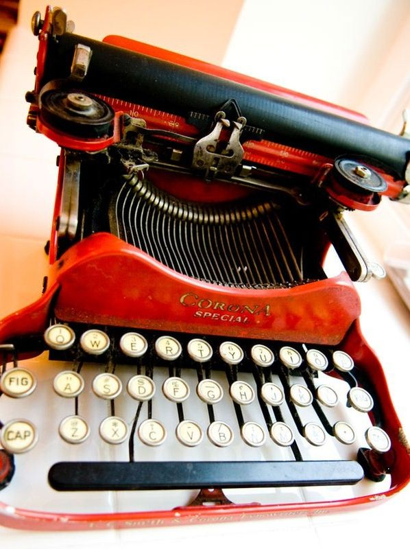 Corona Special Travel Typewriter in Red