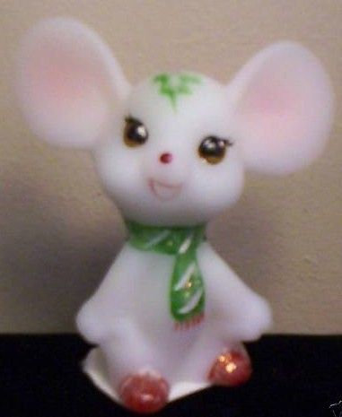 Fenton Holly Christmas Mouse