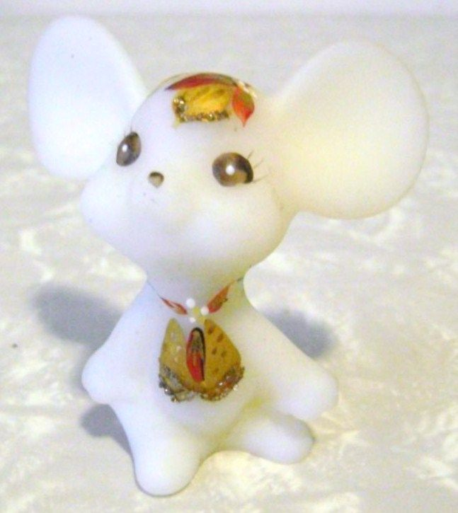 Fenton Holiday Chums Satin Opal Mouse Figurine