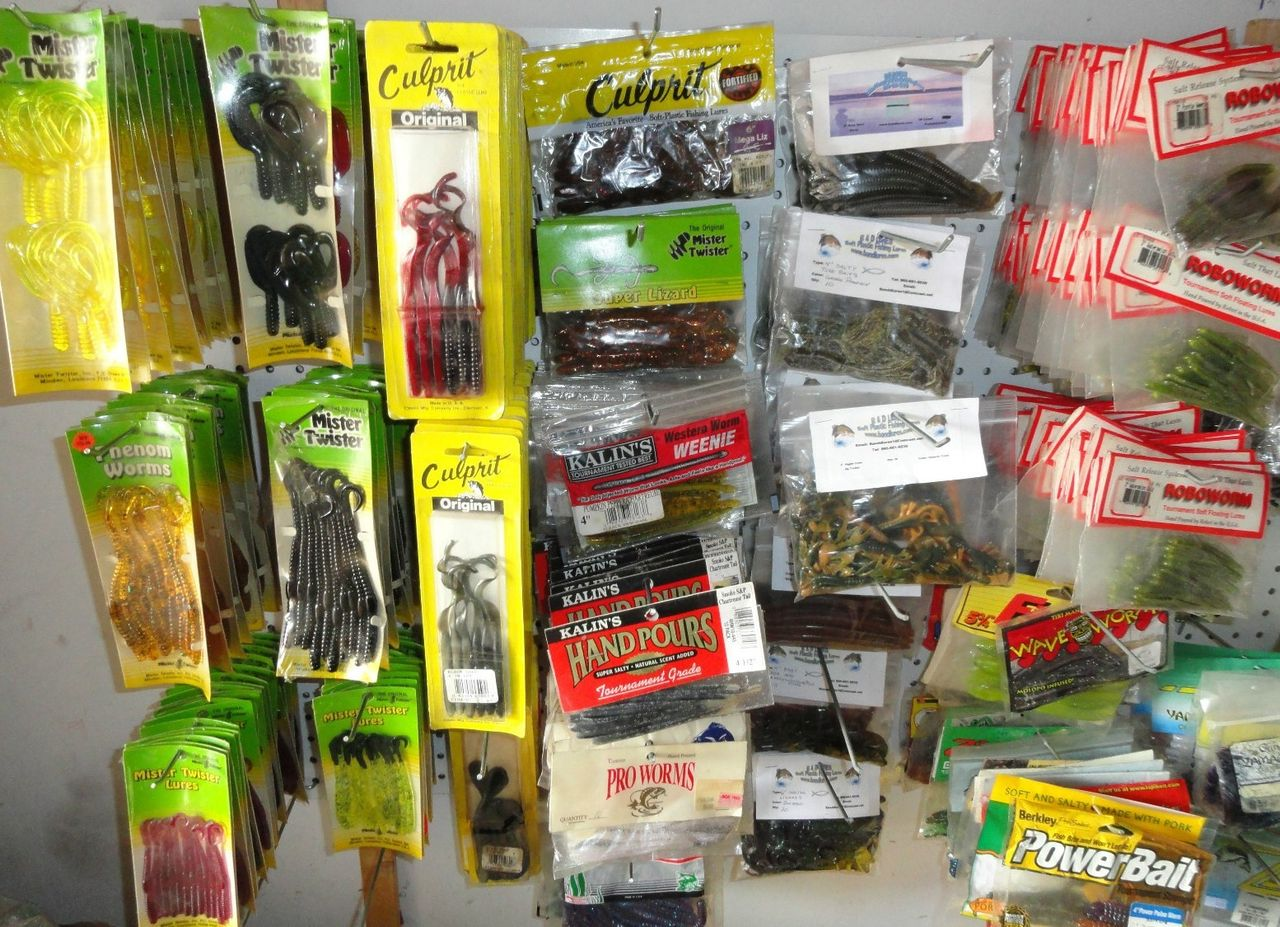 Large Lot Freshwater Tackle & Lures Yamomoto Robo Berkley Castaic