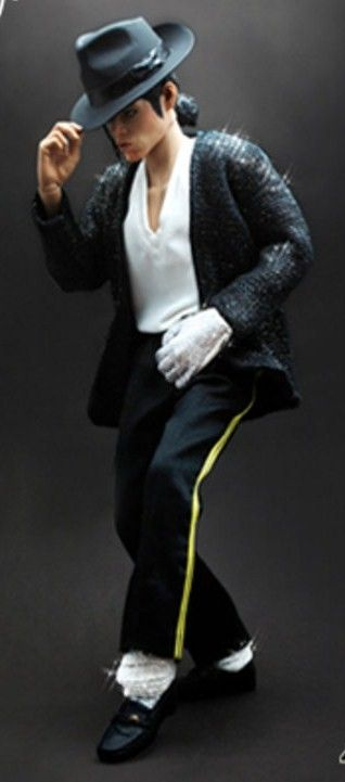 TMichael Jackson figure by Hot Toys