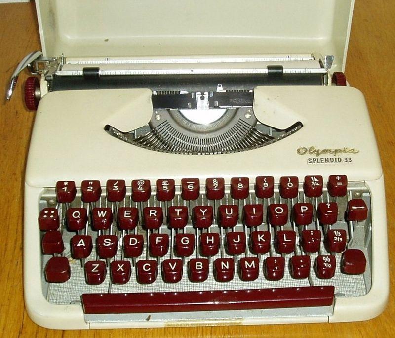 Olympia Splendid 33 Typewriter