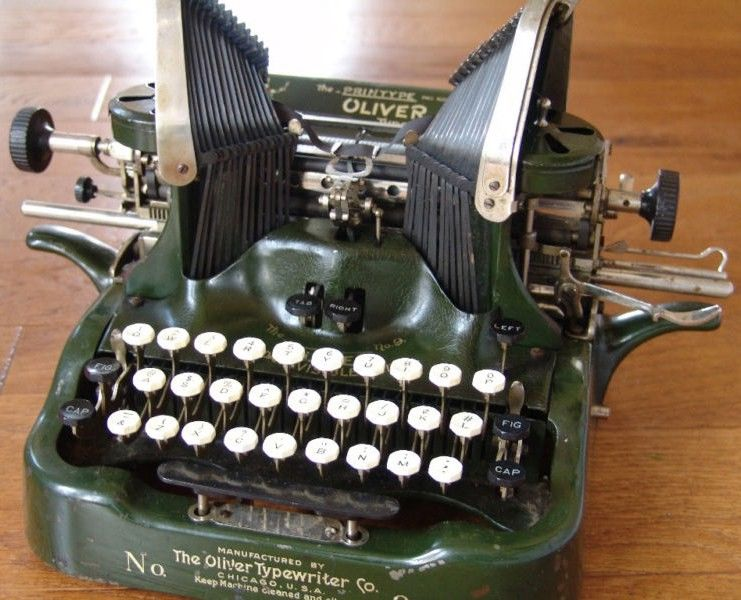 Oliver No 9 Typewriter