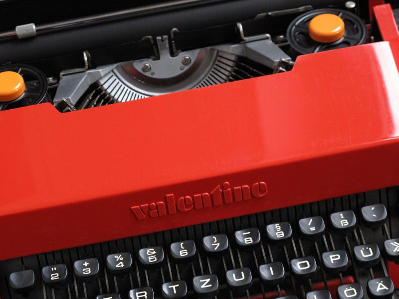 Olivetti Valentine Top View Logo & Ribbon