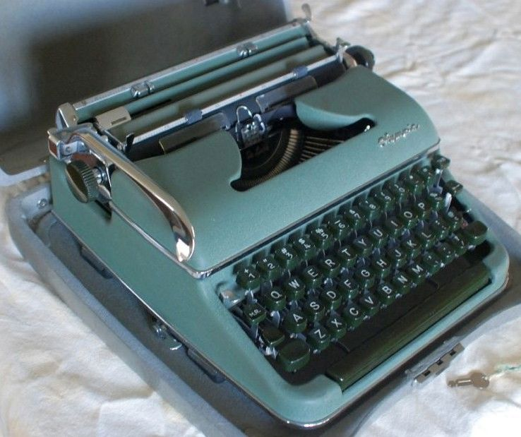Olympia SM 3 DeLuxe Typewriter Spruce Green