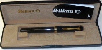 Pelikan M 250 Fountain Pen 14K 585 M nib/Black w/Gold Plated Trims