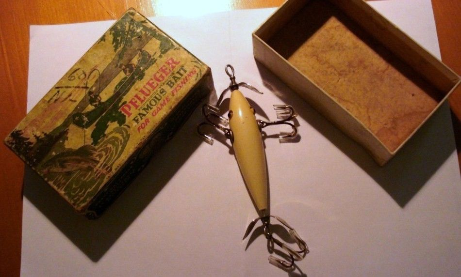 Pflueger Neverfail Minnow Fishing Lure/Wood w/Original two-piece Box