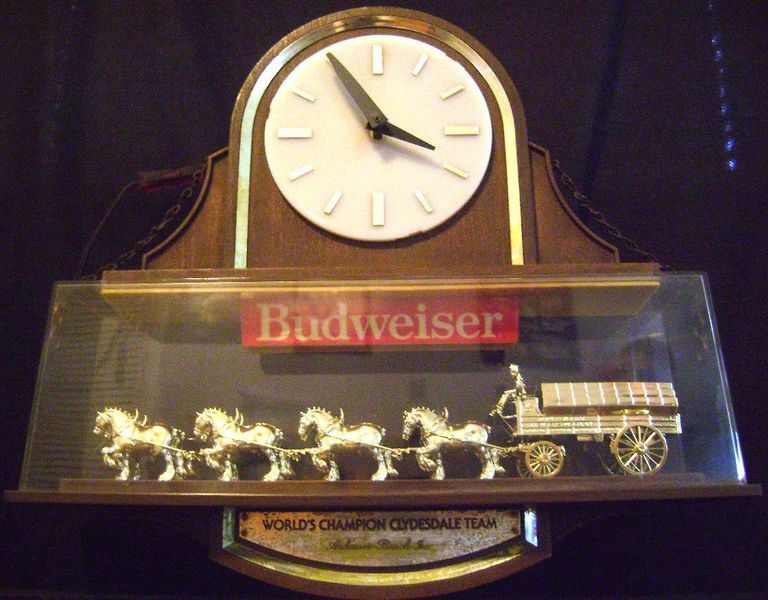 Rare Vintage Budweiser Clydesdale Horse Team Light Sign Clock