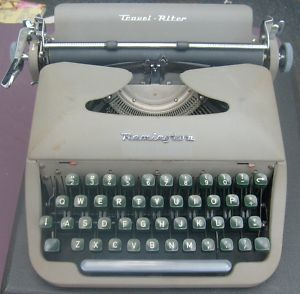 Retro Remington Travel-Riter Portable Typewriter