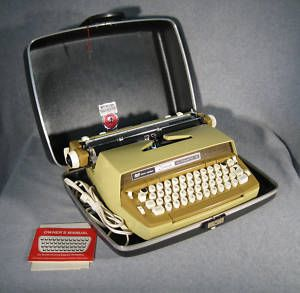 Smith Corona Auto Electric Typewriter in Harvest Green