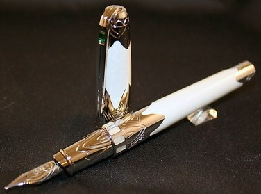 S.T Dupont Taj-Mahal Fountain Pen/White Lacquer w/Mother of Pearl