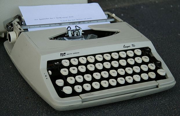 Cursive Font Smith Corona Cougar XL Typewriter