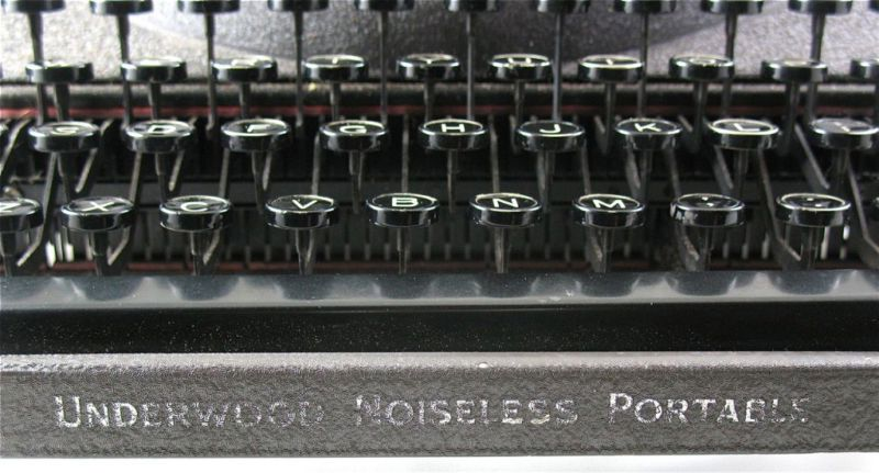 Underwood Noiseless Portable Close Up Keys