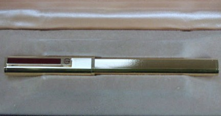 Unique Alfred Dunhill Rectangular Gold Fountain Pen w/Red Accents