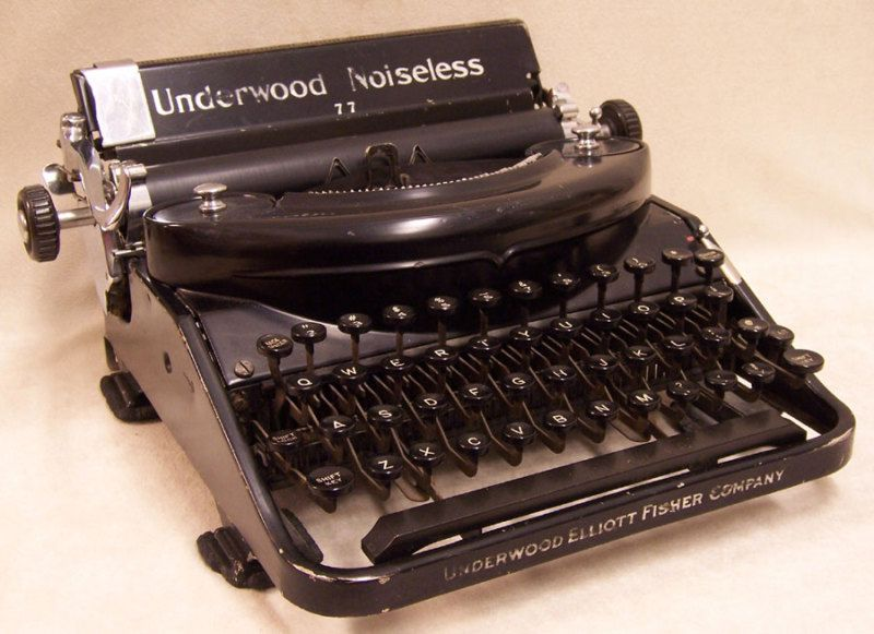 Vintage 1930s Portable Underwood Noiseless Typewriter