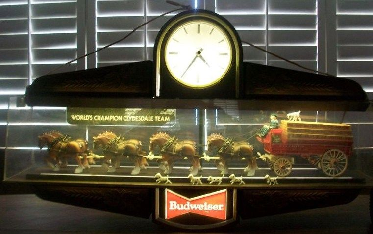 Vintage Budweiser Clock Clydesdale Advertising Bar Sign