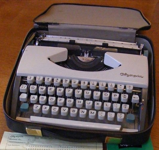 Vintage Olympia De Luxe Typewriter