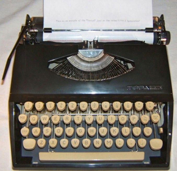 Vintage Adler Tippa S Portable w/Cursive-Script Font type