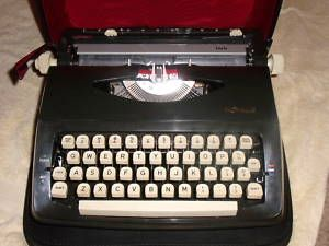 Vintage Royal Lark Manual Typewriter Mini Black w Case