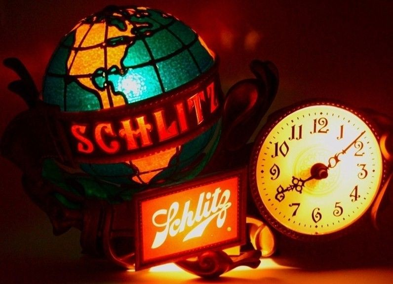 Vintage Schlitz Beer Rotating World Globe Clock