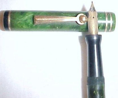 Vintage Wahl Eversharp Green Fountain Pen w/14K Gold Nib