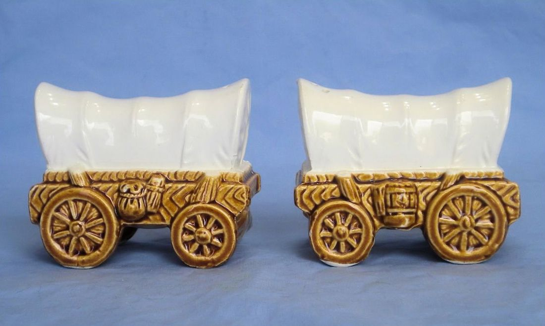 Vintage-Ceramic-Covered-Wagon-Salt-and-Pepper-Shakers