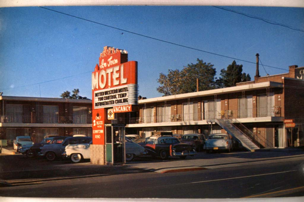 1950s Unused Old Cars at in Town Motel Reno Nevada NV Postcard Y2427