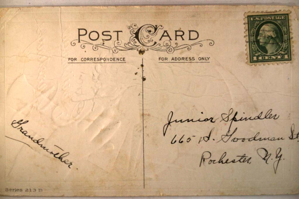 pre-1920 SANTA HOLDING SHOTGUN RIFLE & OTHER TOYS - Christmas postcard y5120
