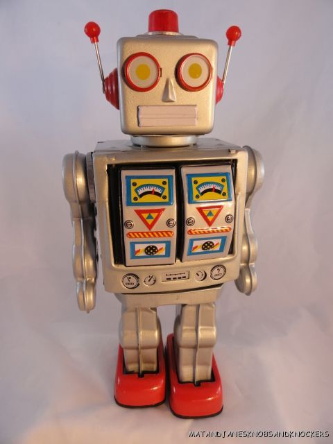 VINTAGE-STYLE-LARGE-SILVER-TINPLATE-ROBOT-BATTERY-POWERED-TIN-TOY-COLLECTOR