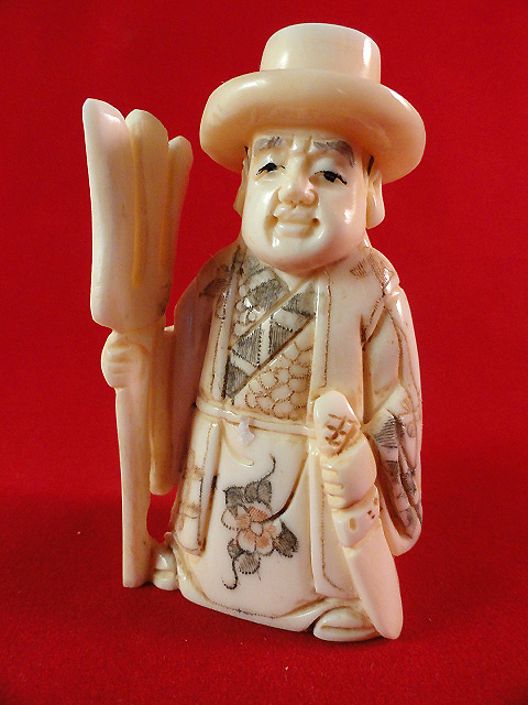 BEAUTIFUL-HAND-CARVED-COW-BONE-FIGURE-OF-AN-ORIENTAL-WARLORD-D6