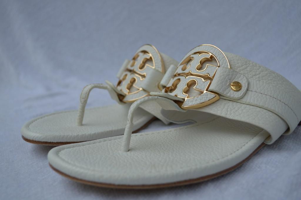 ef3b17bea455 TORY BURCH SHOES flats sandals flip flops white BLEACH AMANDA FLAT ...
