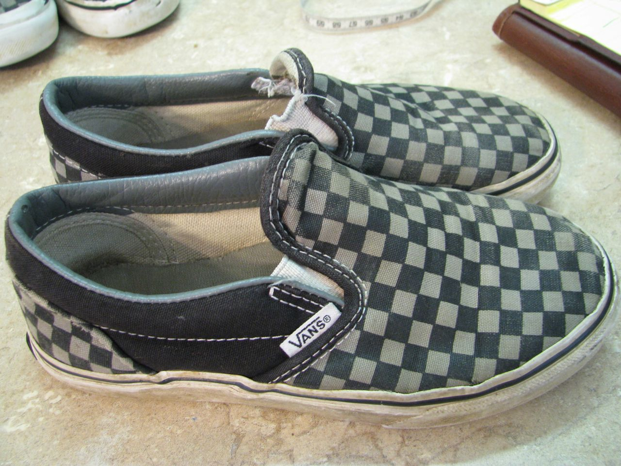 VANS Off the Wall SHOES Black/Gray CHECKERBOARD Yth 1