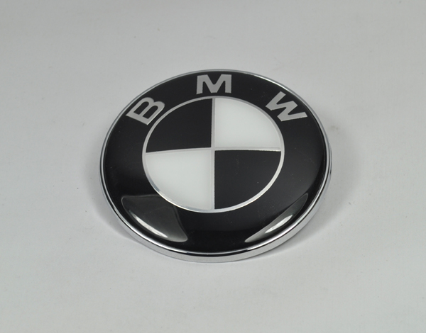 bmw emblem 82mm schwarz weiss logo e30 e36 e39 e46 e60 e90 motorhaube m3 m5 m6 a ebay. Black Bedroom Furniture Sets. Home Design Ideas