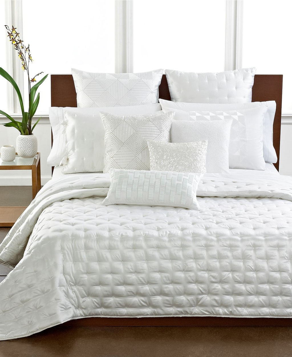 Hotel collection bedding finest silk full queen quilted for Quilted bed frame