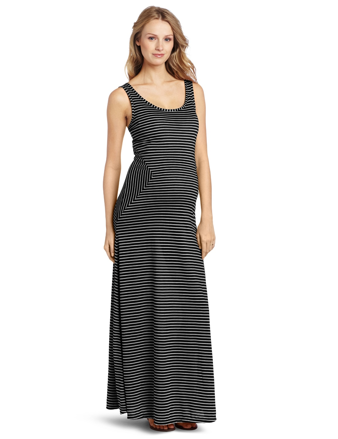 Long maternity dresses provide the perfect way for expecting mothers to flatter curves while staying stylish – and we have maxis for every occasion and every stage of pregnancy.