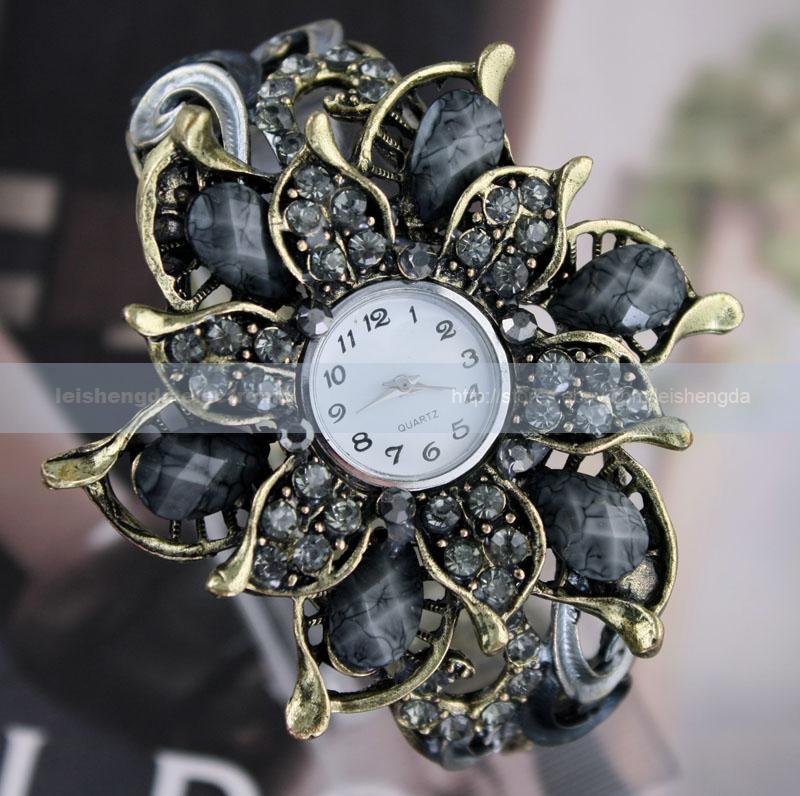 New Fashion Color Crystal Petal Women Lady Bronze Incision Quartz Bracelet Watch