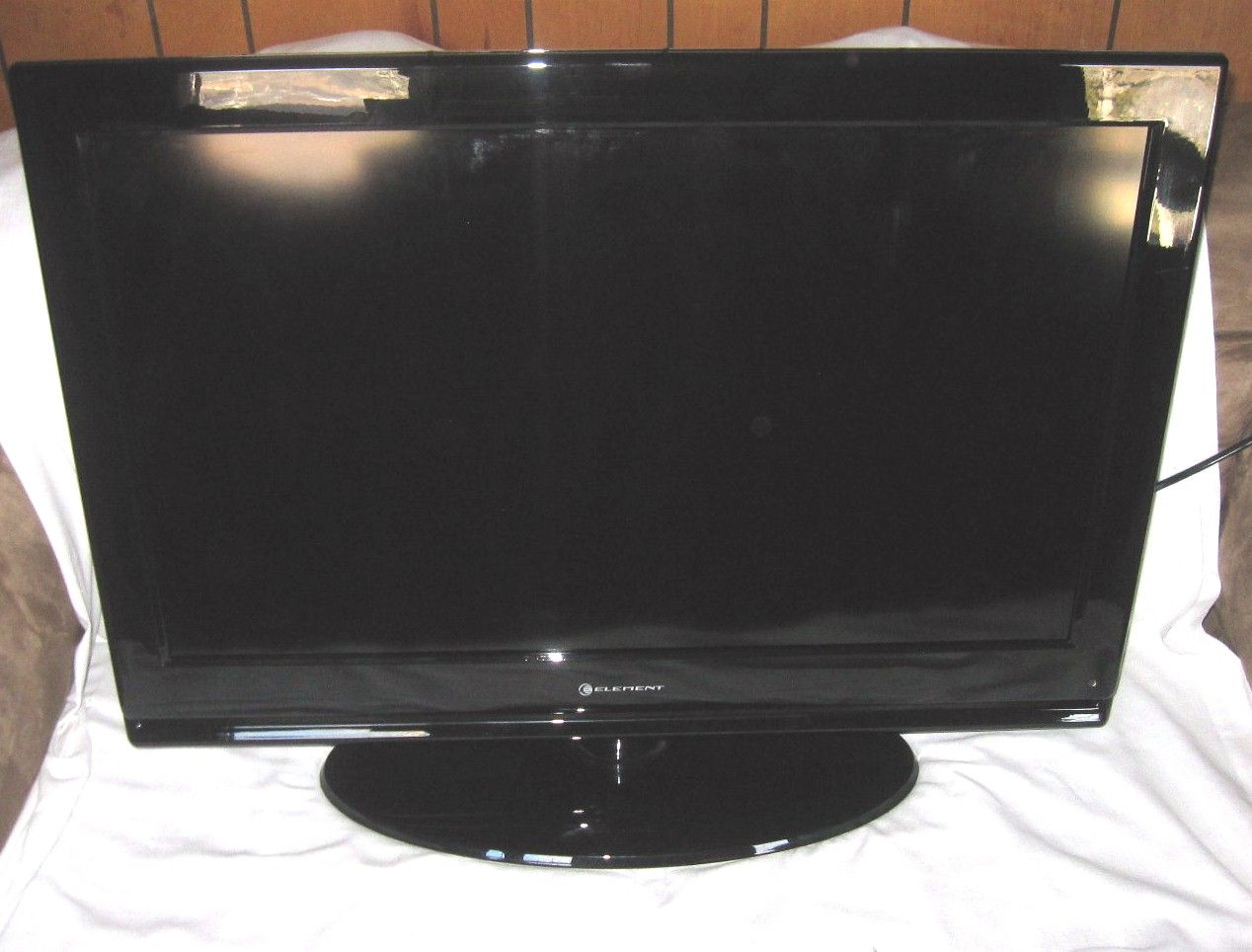 """... ELEMENT ELDFW322 32"""" Flat Screen LCD TV Television For PARTS OR REPAIR"""