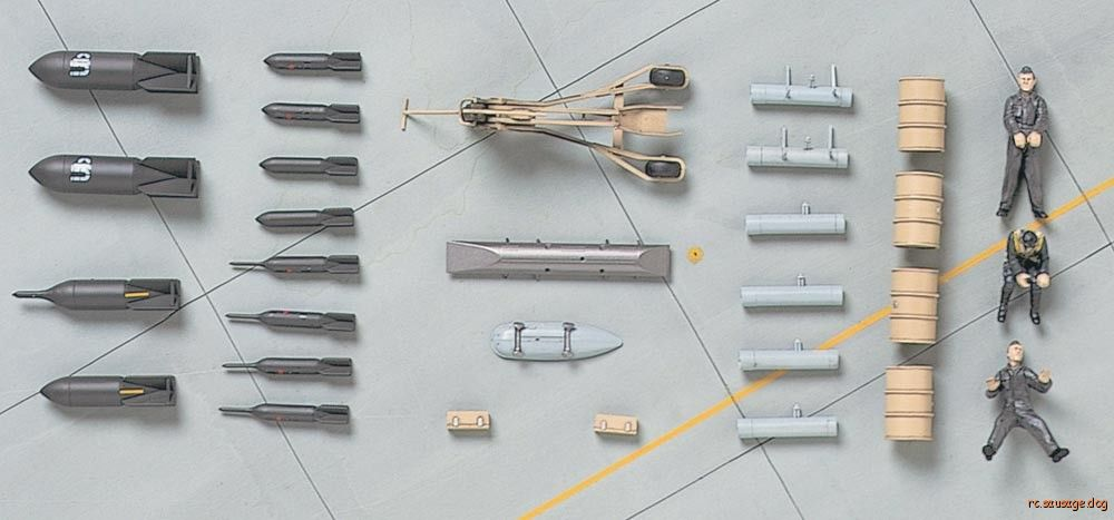Hasegawa-36009-1-48-Luftwaffe-Pilot-Figures-Equipment-Set-scale-model-kit