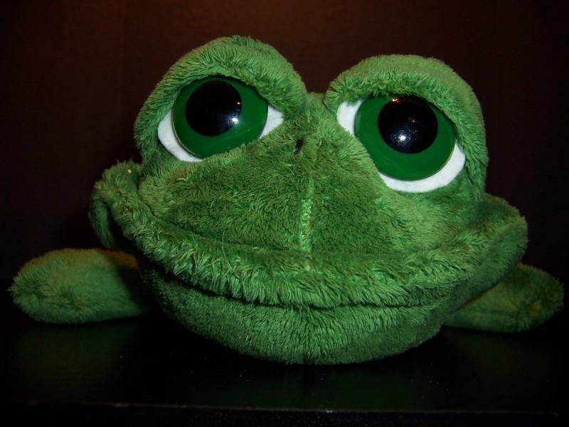 Russ Berrie Plush Dermot Stuffed Green Frog